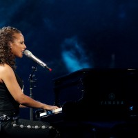 Alicia Keys, al piano. (Photo by Jed Jacobsohn/Getty Images)