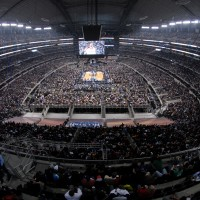 Impresionante panorámica de los 108 mil fans que llenaron el Cowboys Stadium. Copyright 2010 NBAE (Photo by Juan O'Campo/NBAE via Getty Images)